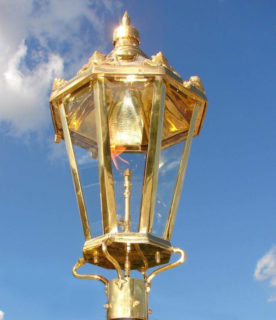 windsor polished brass post mount new orleans gas lights. Black Bedroom Furniture Sets. Home Design Ideas